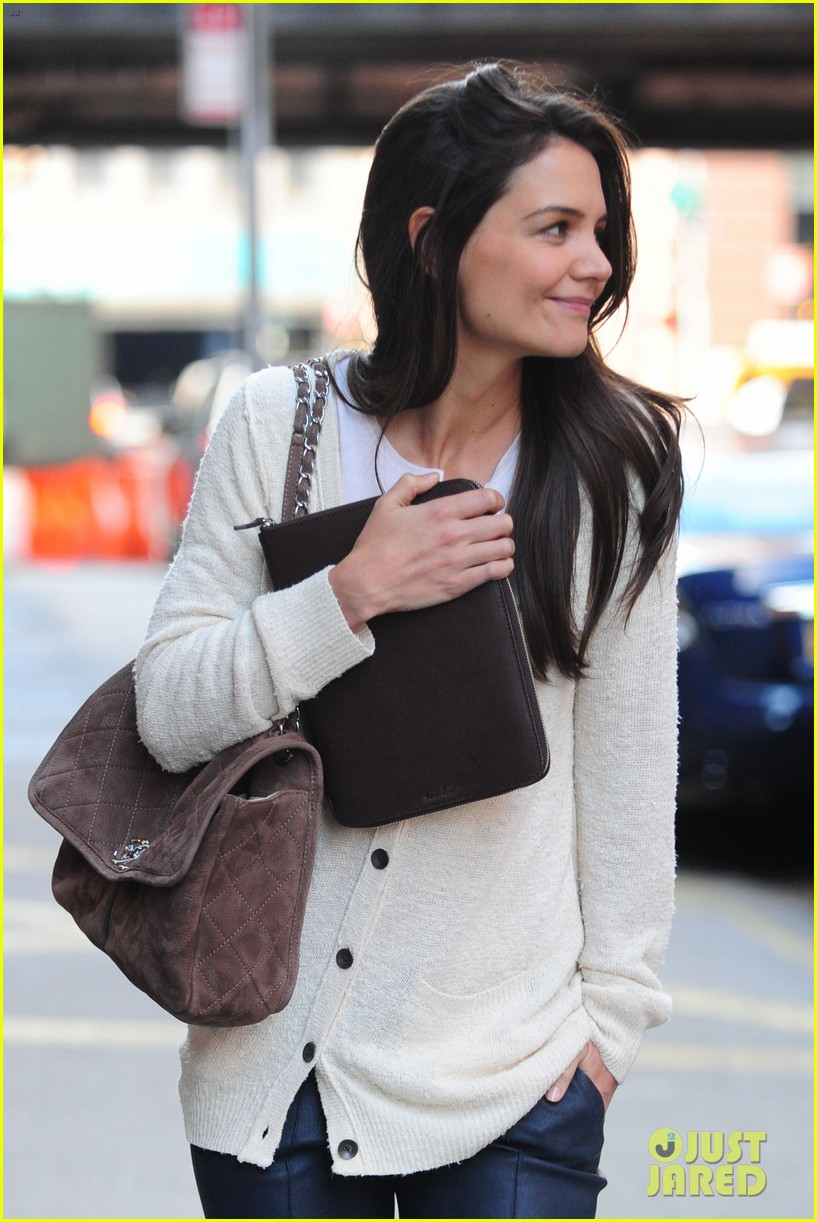 katie holmes election day rehearsals 02