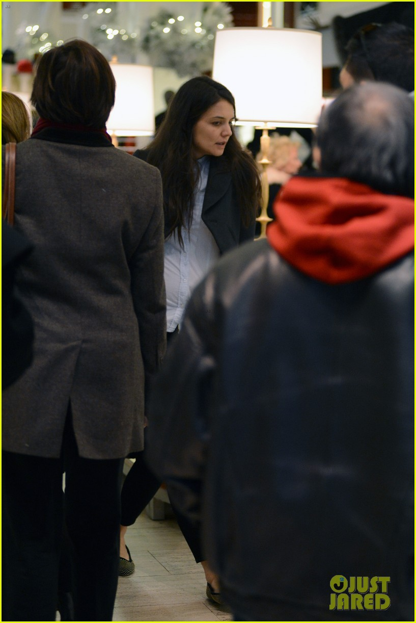 katie holmes shops at saks with jeanne yang 07