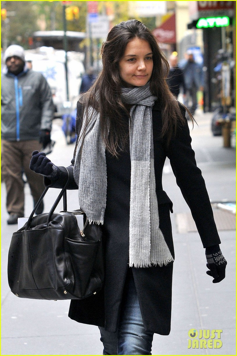 katie holmes snowy dead accounts arrival 02