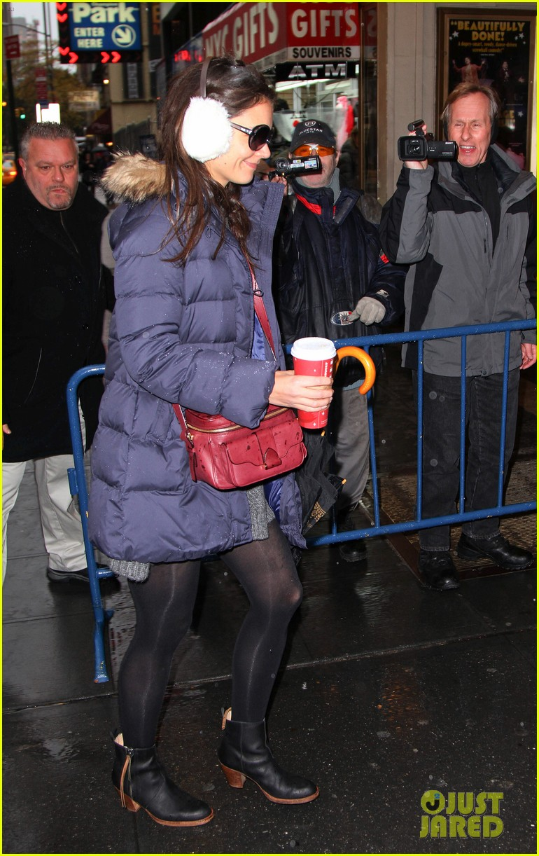 katie holmes snowy dead accounts arrival 04