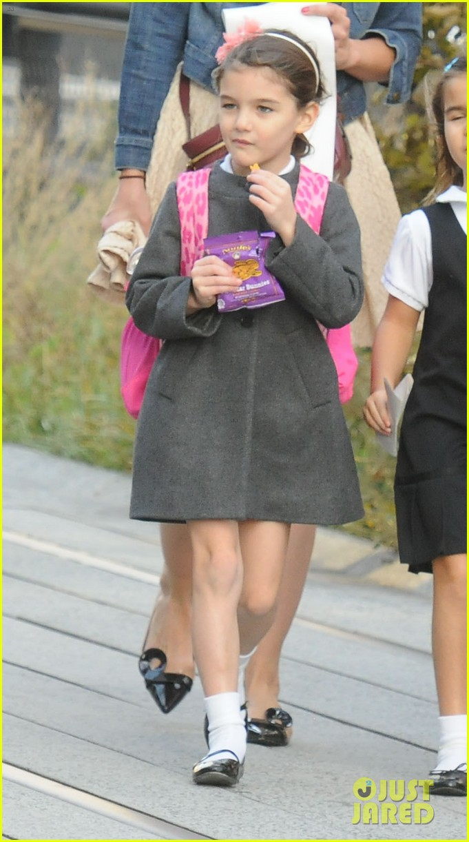 Katie Holmes: Afternoon Stroll with Suri!: Photo 2756052 ... Katie Holmes Pregnant