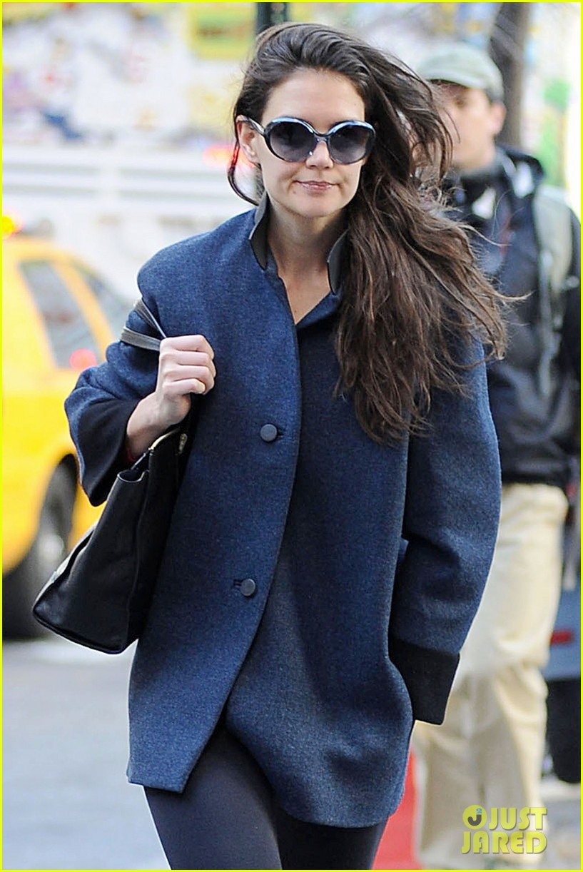 katie holmes pre thanksgiving dead accounts performance 062762062