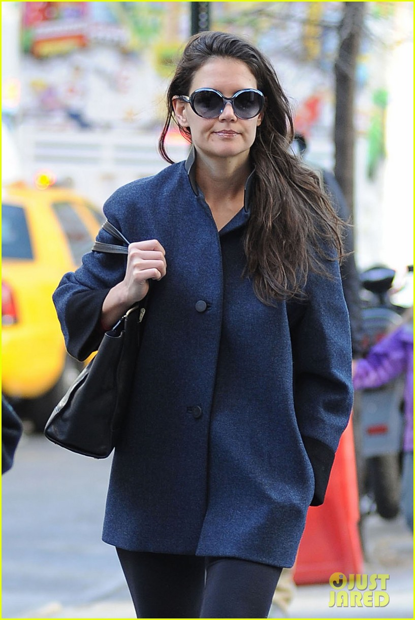 katie holmes pre thanksgiving dead accounts performance 092762065