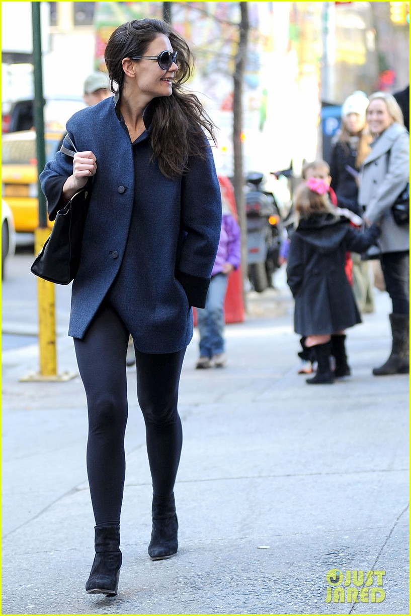 katie holmes pre thanksgiving dead accounts performance 17