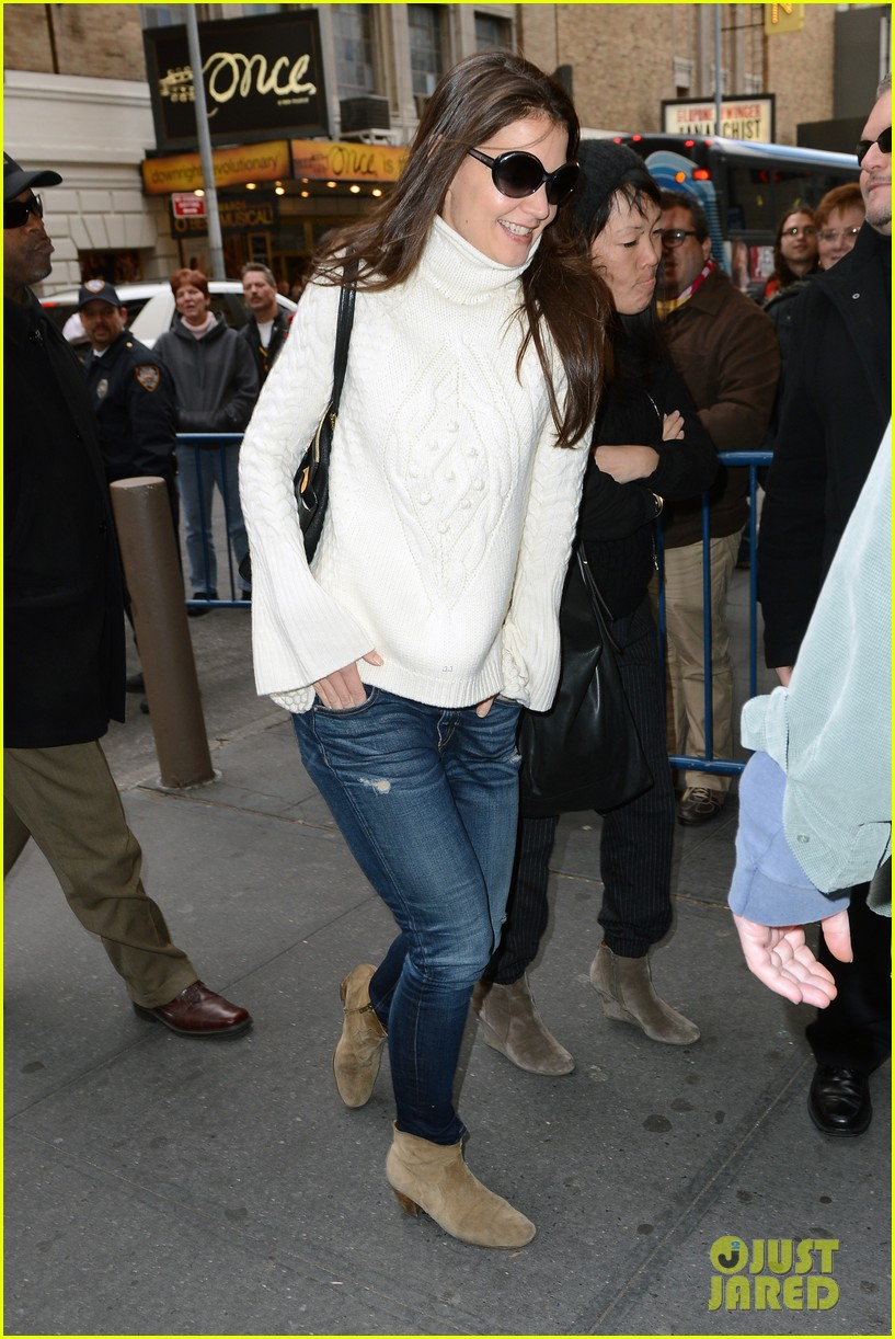 katie holmes dead accounts arrival with stylist jeanne yang 05