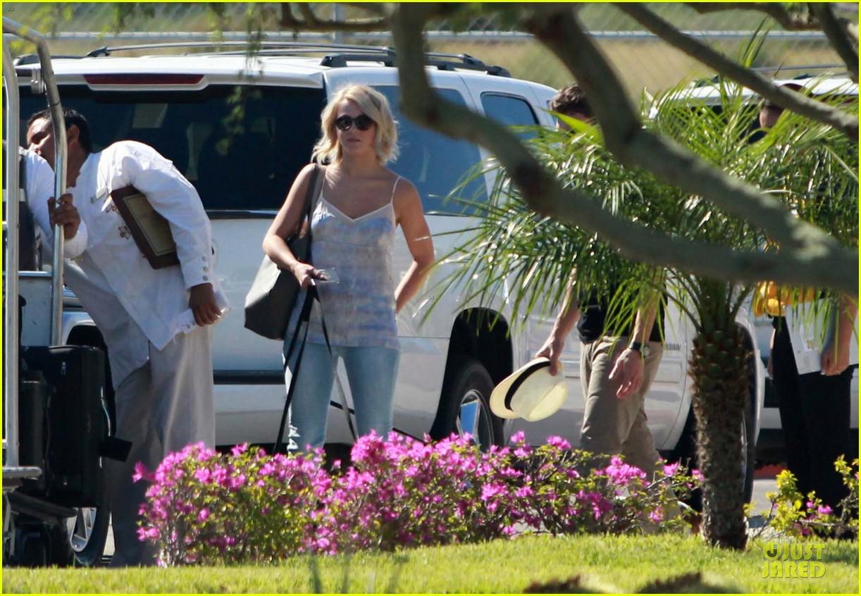 julianne hough ryan seacrest weekend vacation in mexico 02