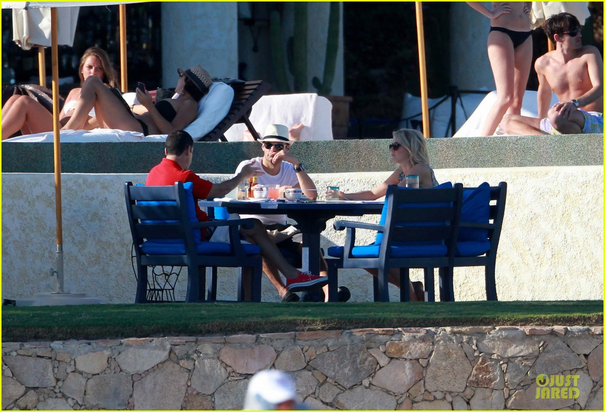 julianne hough ryan seacrest weekend vacation in mexico 11