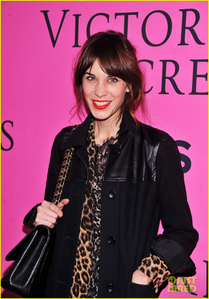 vanessa hudgens victorias secret fashion show 2012 04