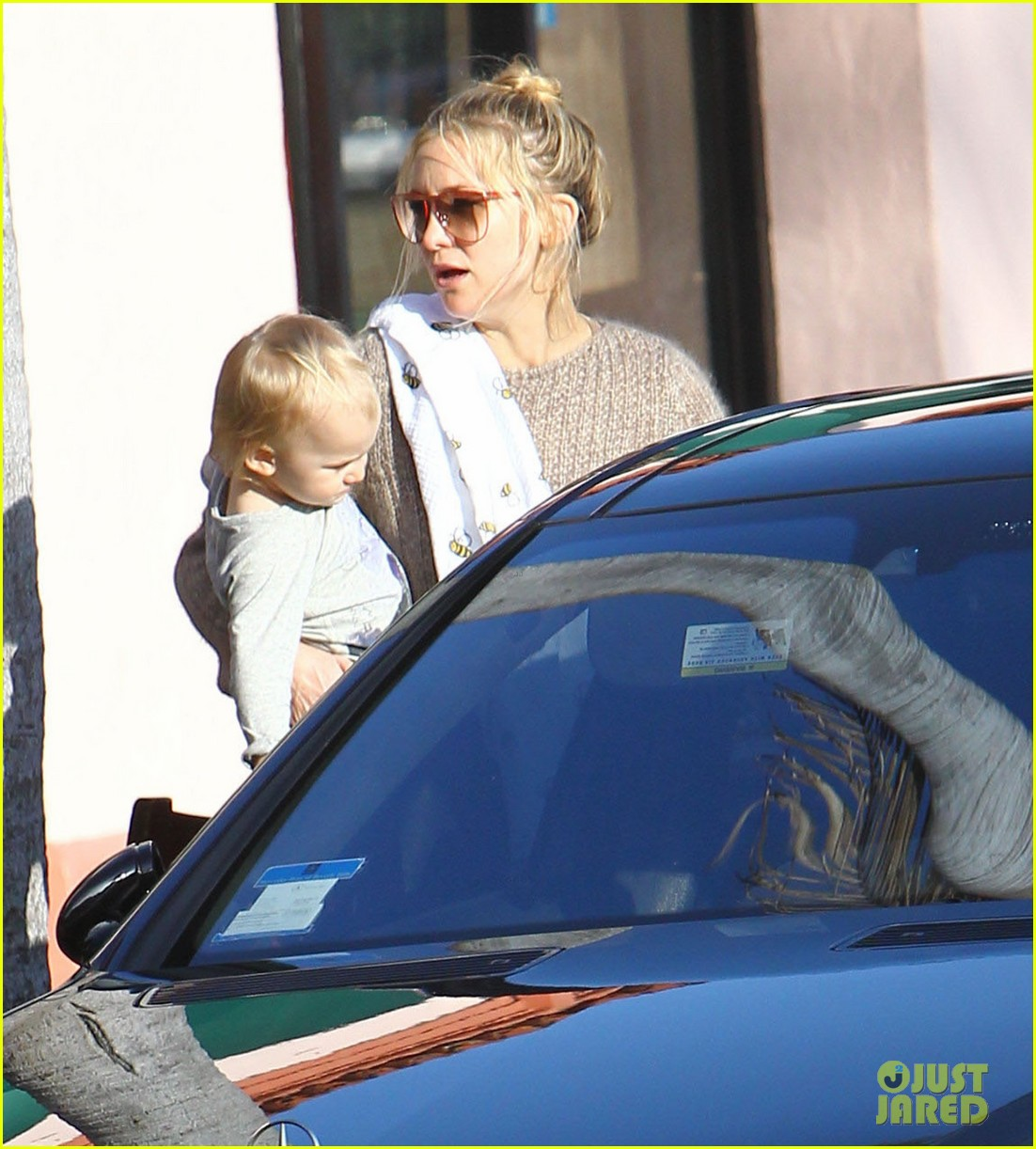 kate hudson mom goldie hawns birthday lunch 10