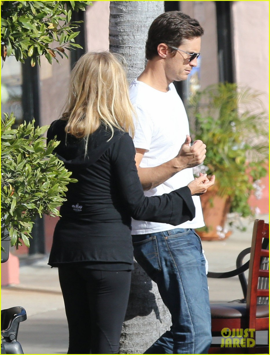 kate hudson mom goldie hawns birthday lunch 20