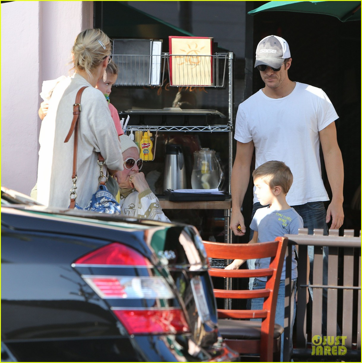 kate hudson mom goldie hawns birthday lunch 272762764