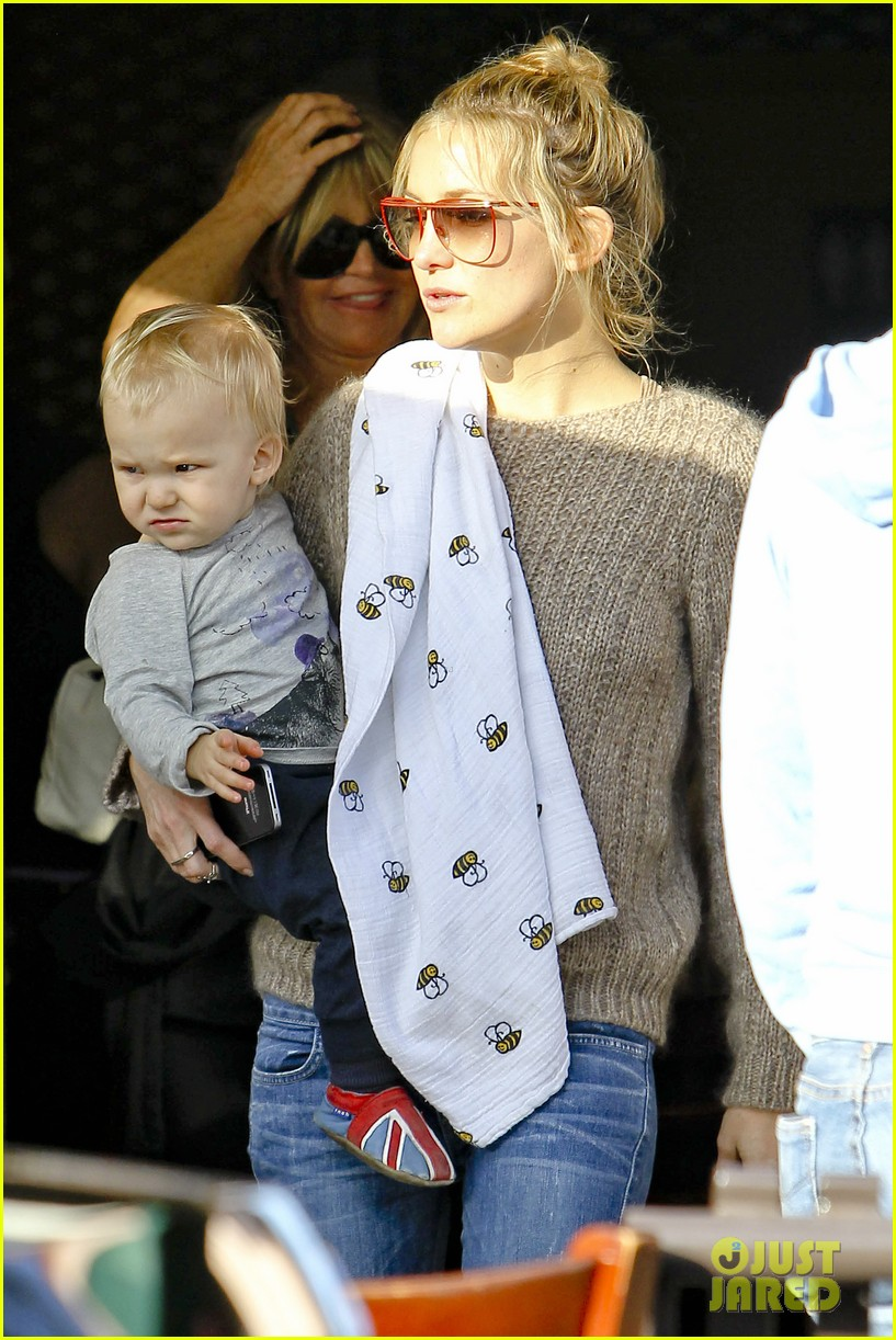 kate hudson mom goldie hawns birthday lunch 362762773