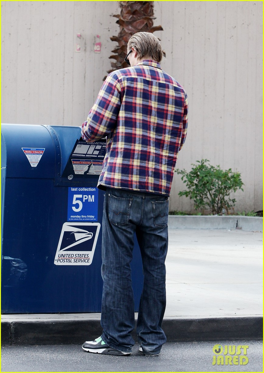 charlie hunnam post office stop 03