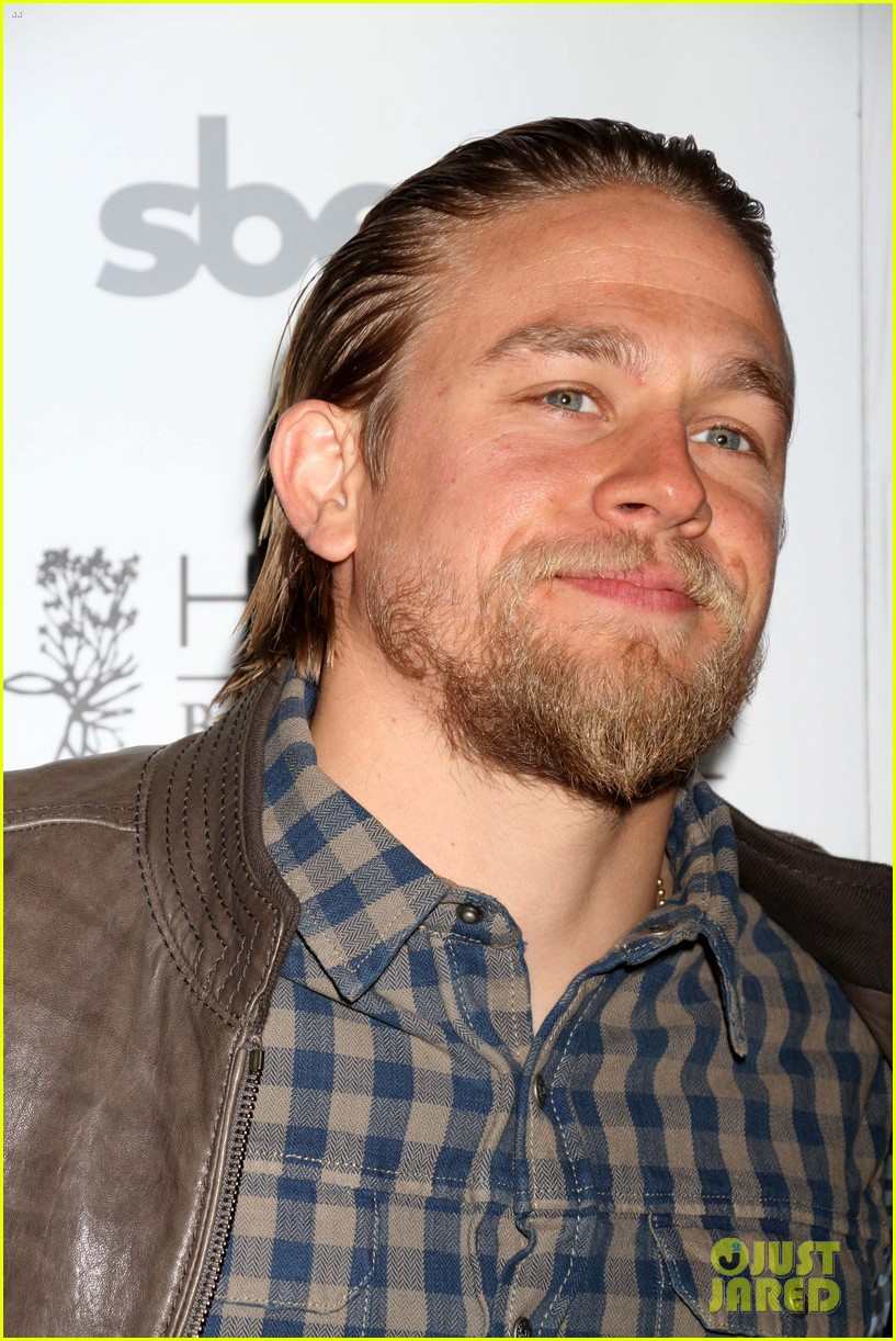 charlie hunnam sons of anarchy party at the bellagio 04