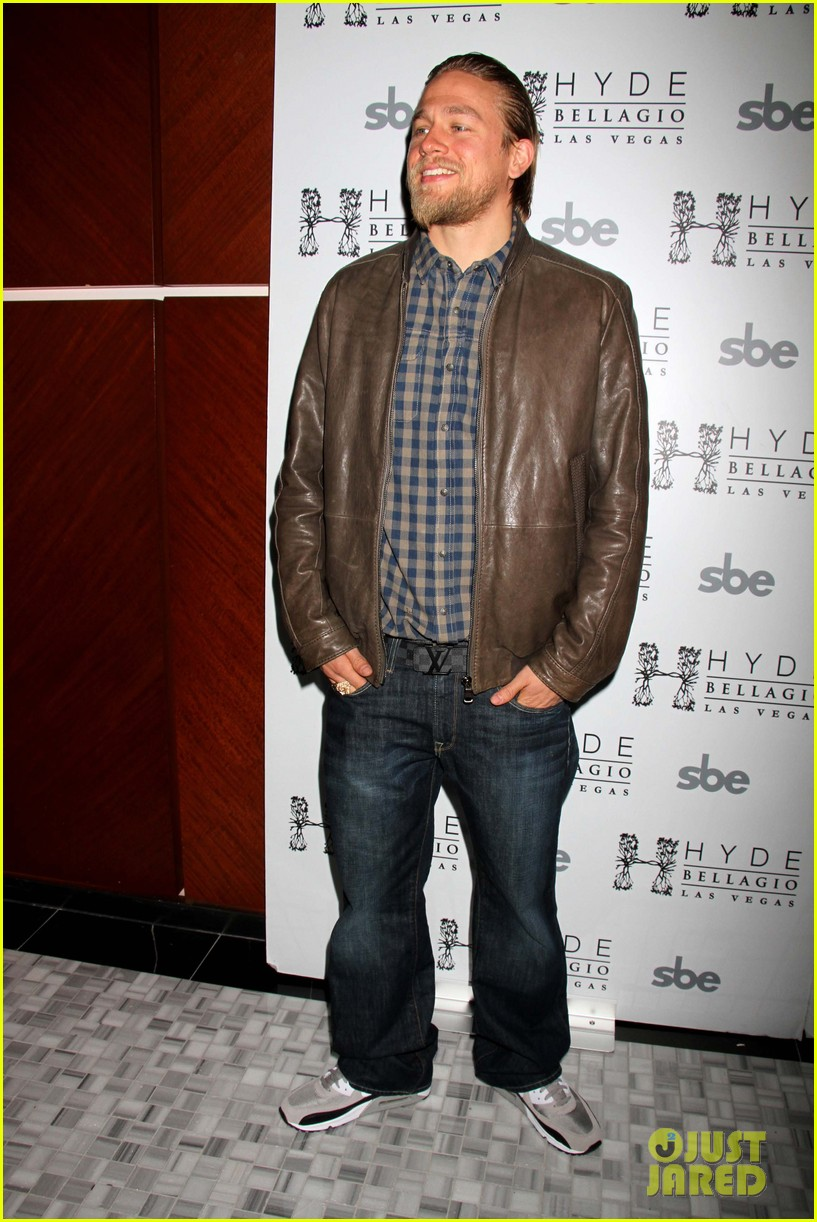 charlie hunnam sons of anarchy party at the bellagio 052755844