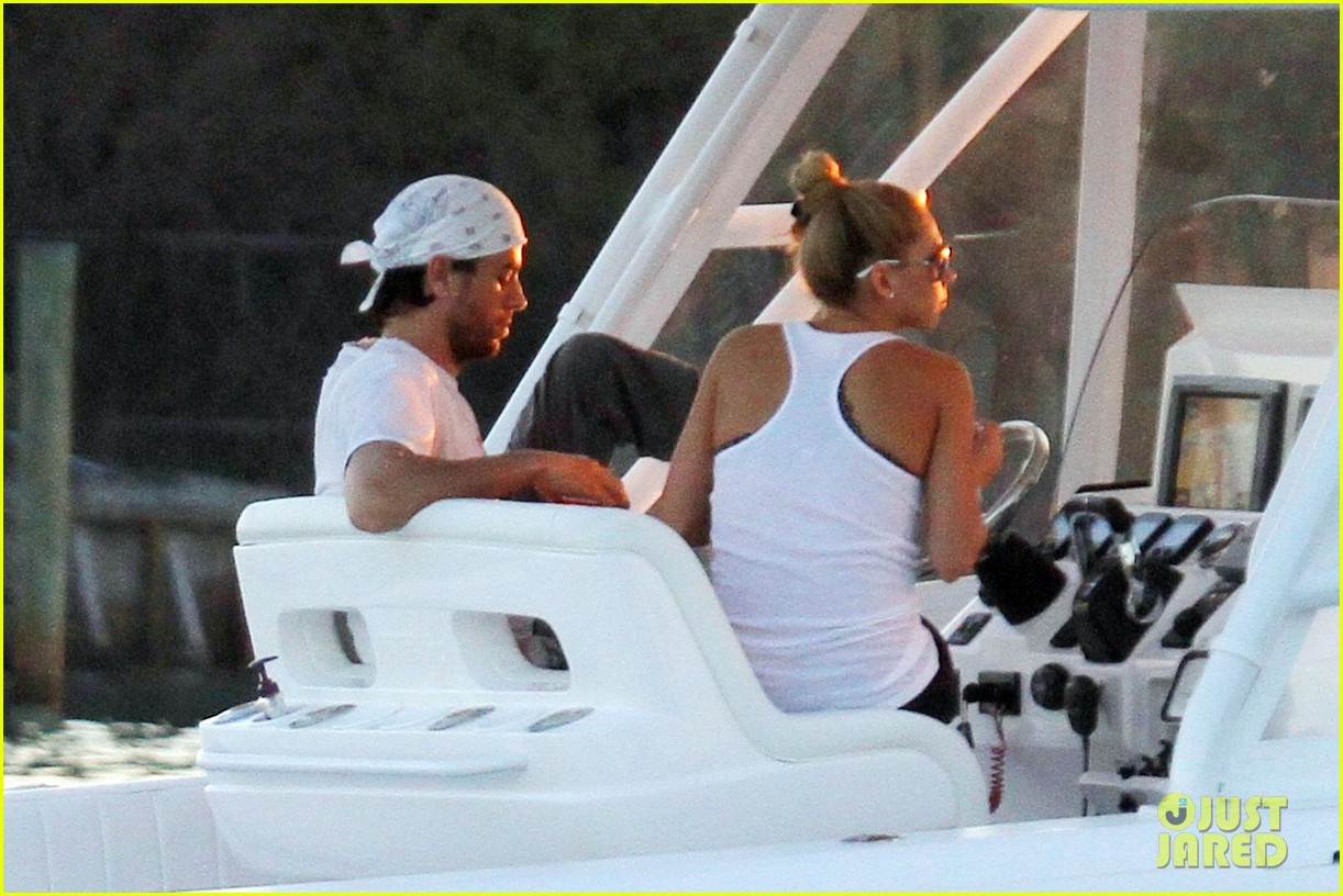 enrique iglesias miami boat ride with anna kournikova 04