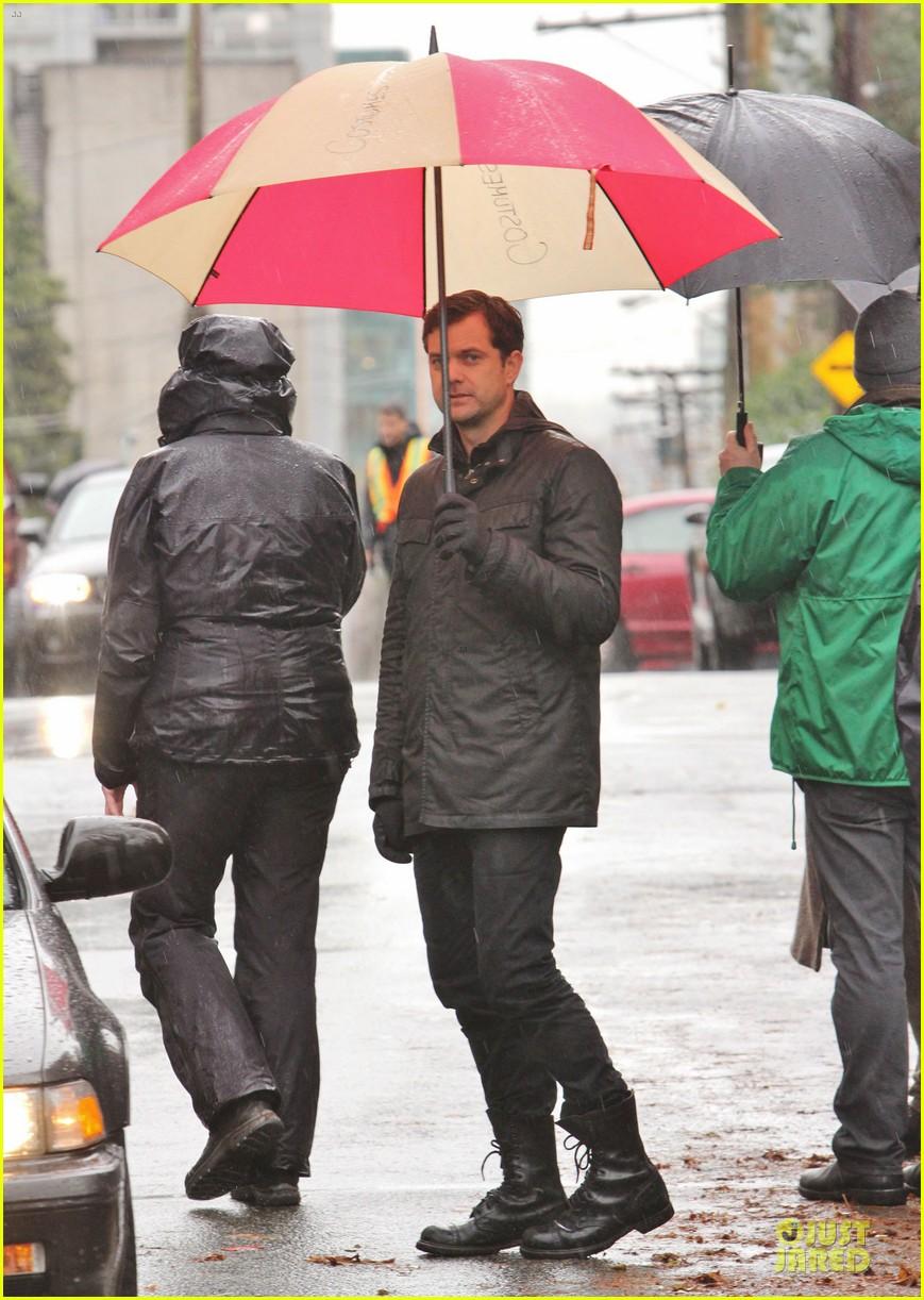 joshua jackson rainy fringe set 19