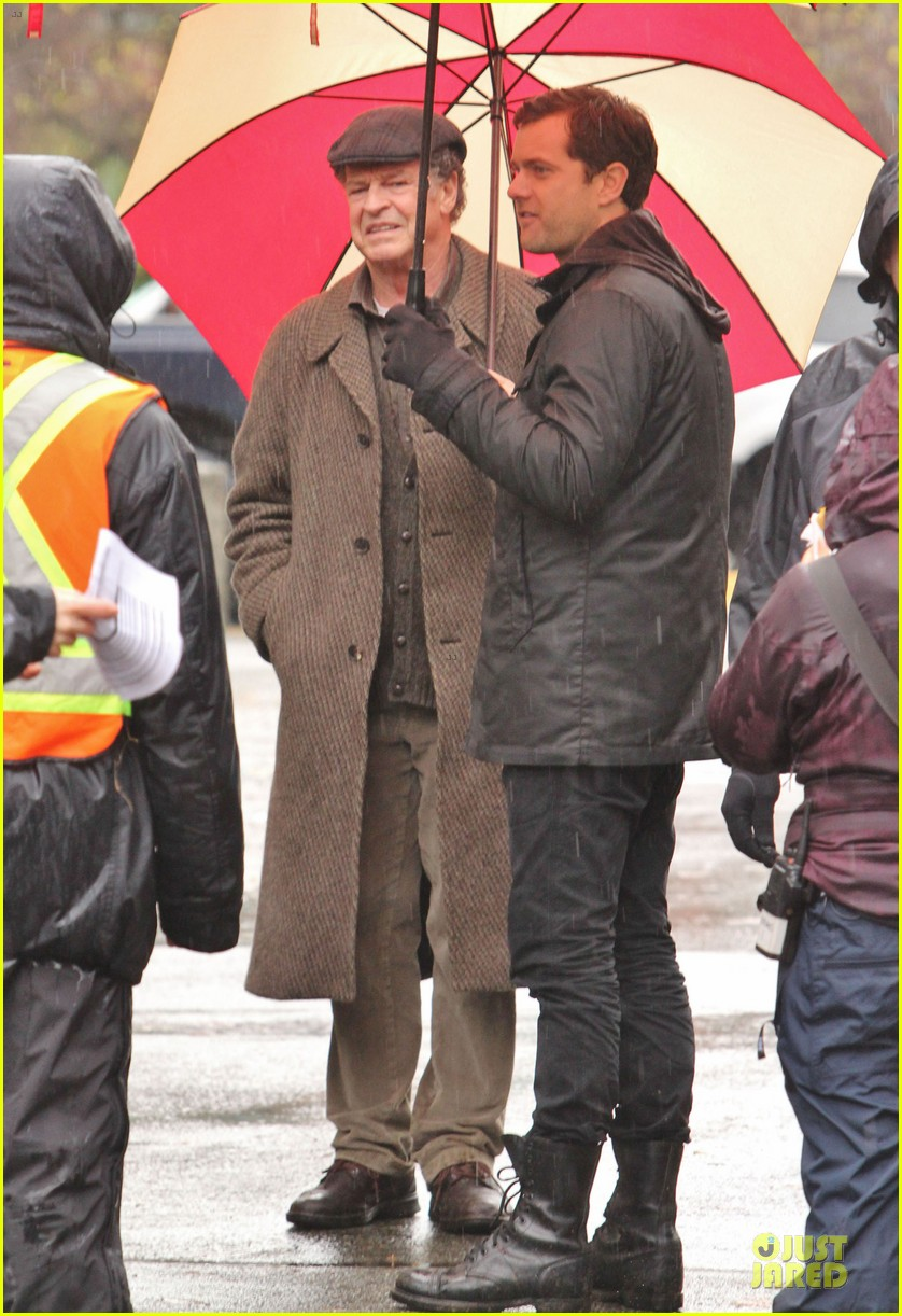 joshua jackson rainy fringe set 24