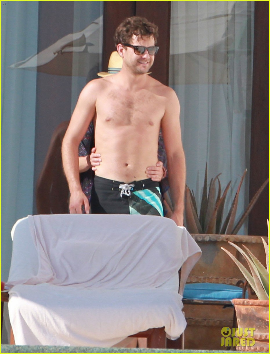 joshua jackson shirtless poolside with diane kruger 03