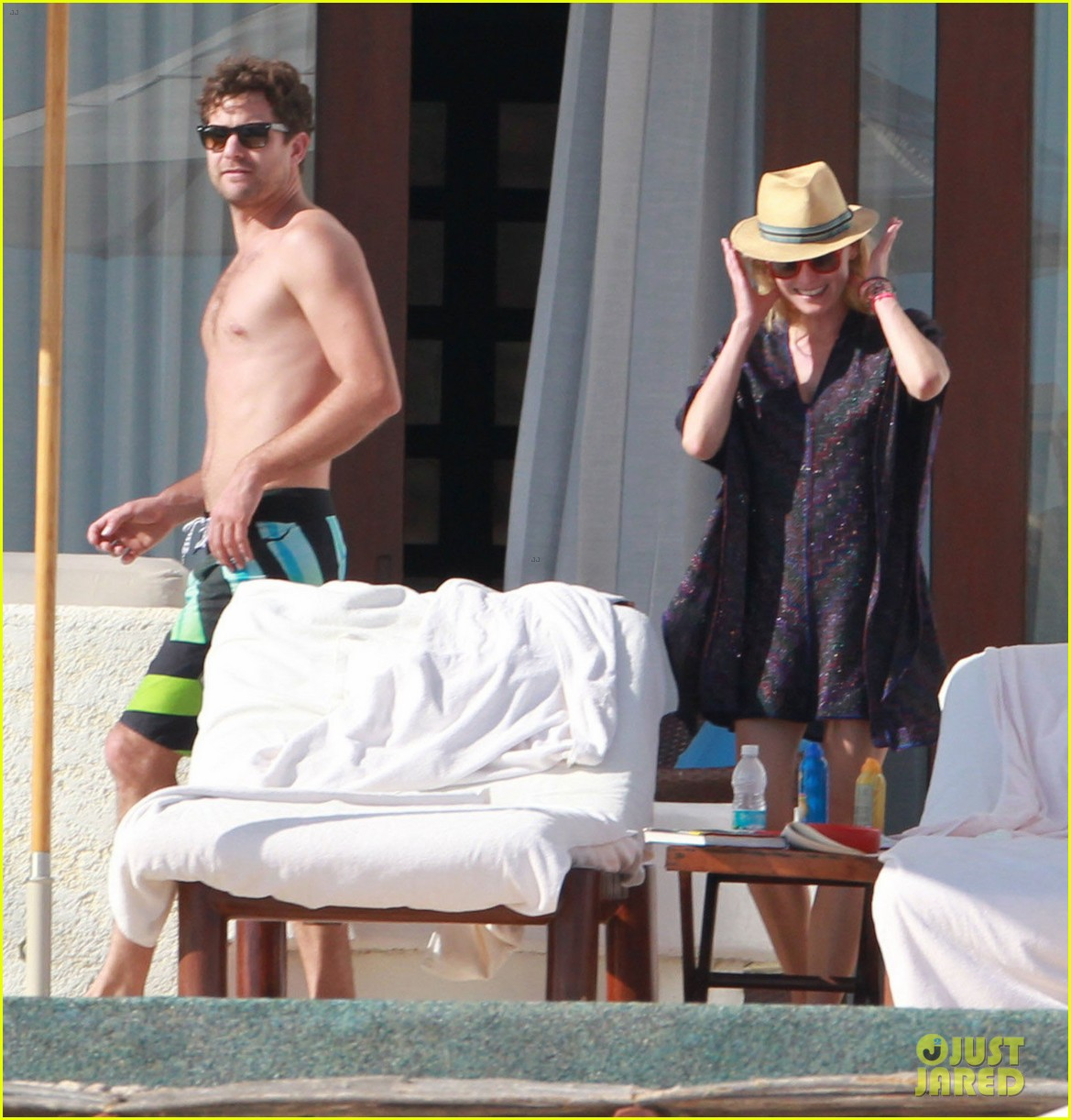 joshua jackson shirtless poolside with diane kruger 09