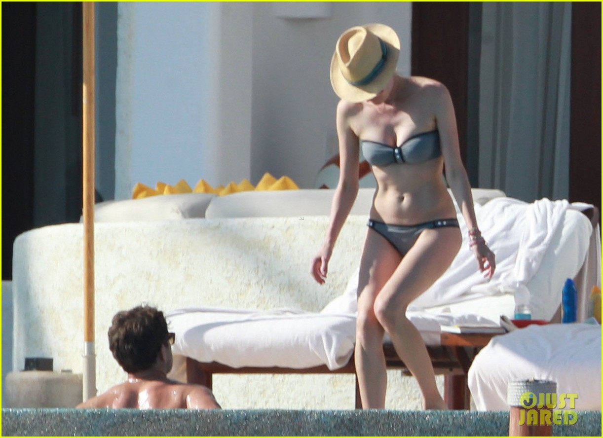 joshua jackson shirtless poolside with diane kruger 16