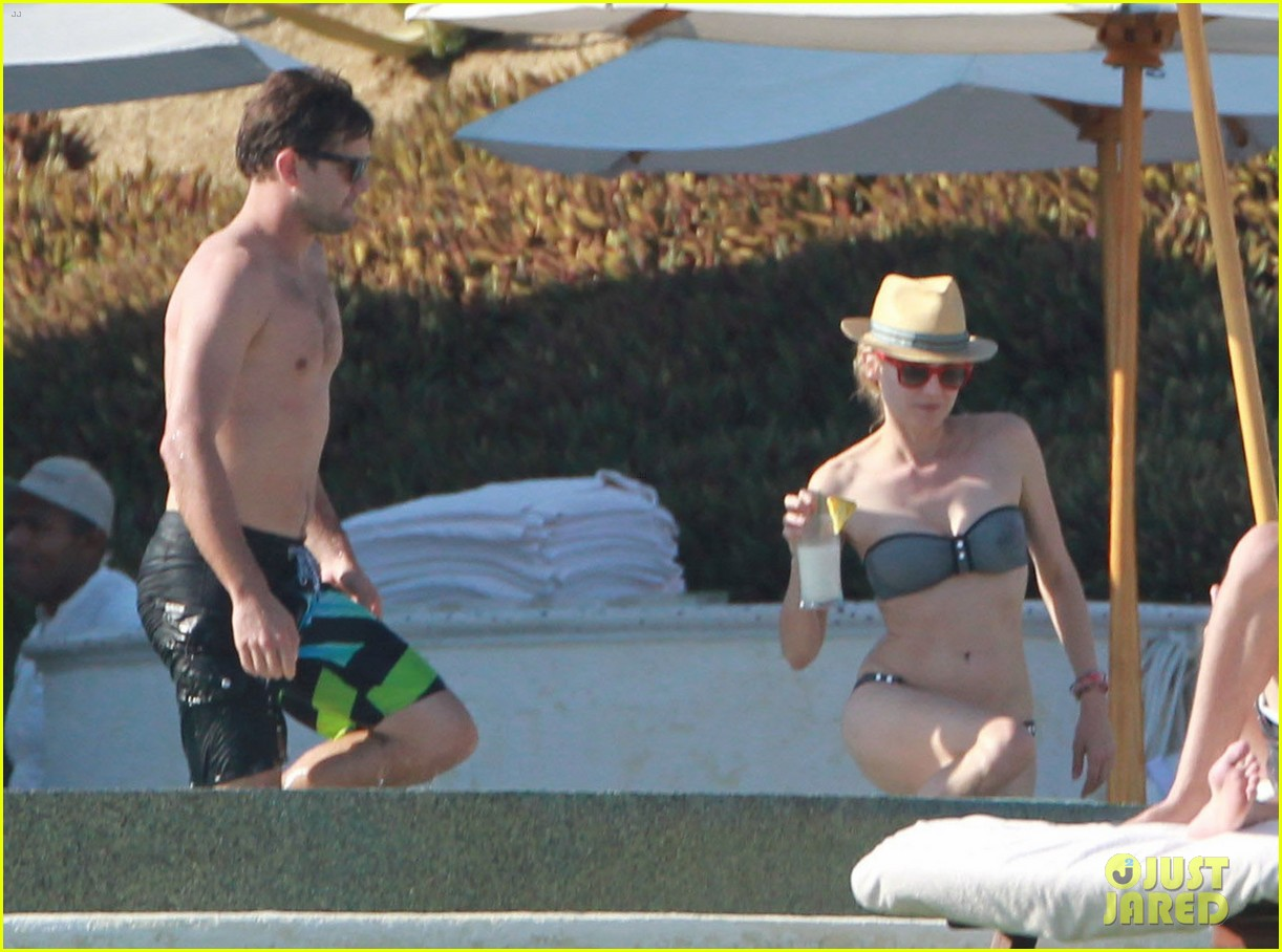 joshua jackson shirtless poolside with diane kruger 17