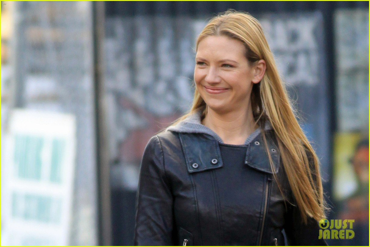 joshua jackson fringe set with anna torv 16