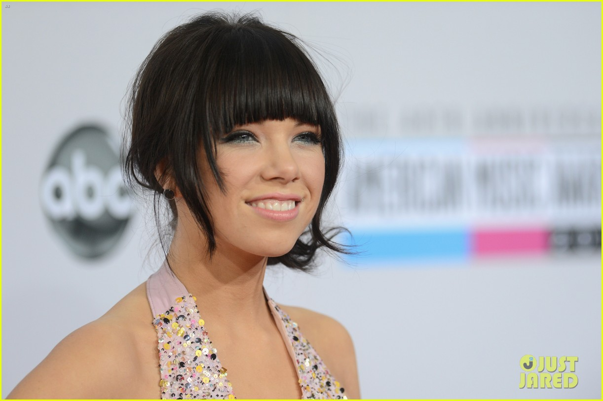 carly rae jepsen amas 2012 red carpet 072760143
