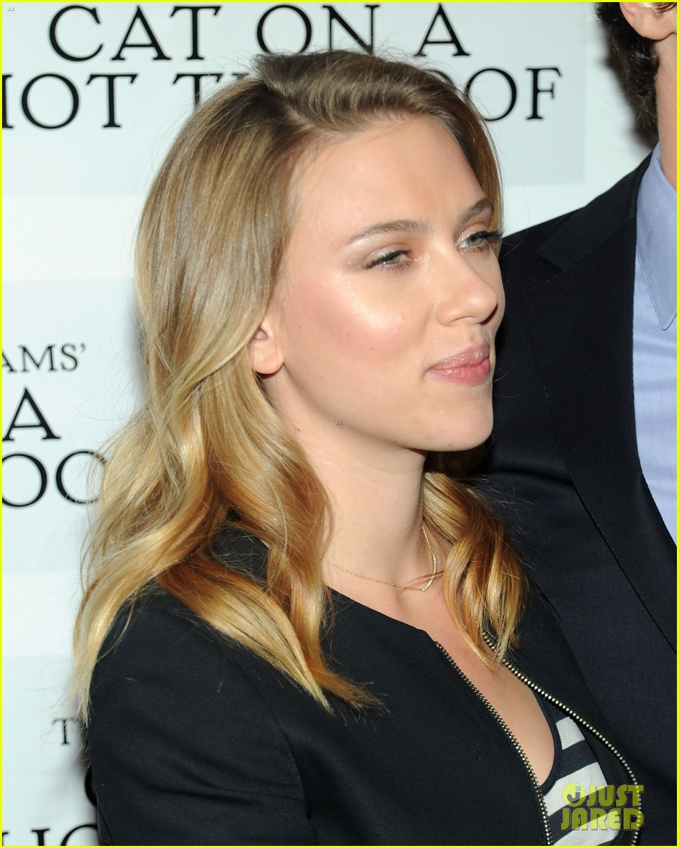 scarlett johansson benjamin walker cat on a hot tin roof photo call 09