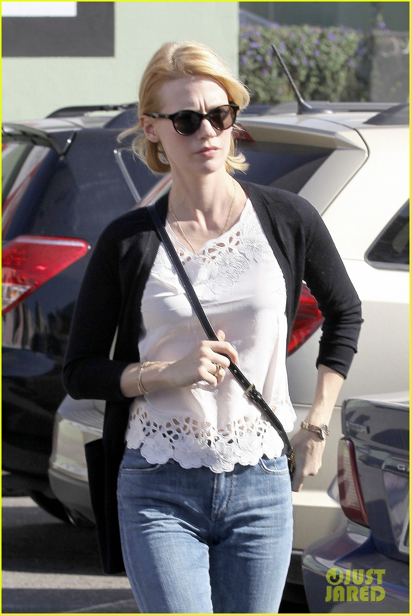 january jones cecconis lunch with friends 04