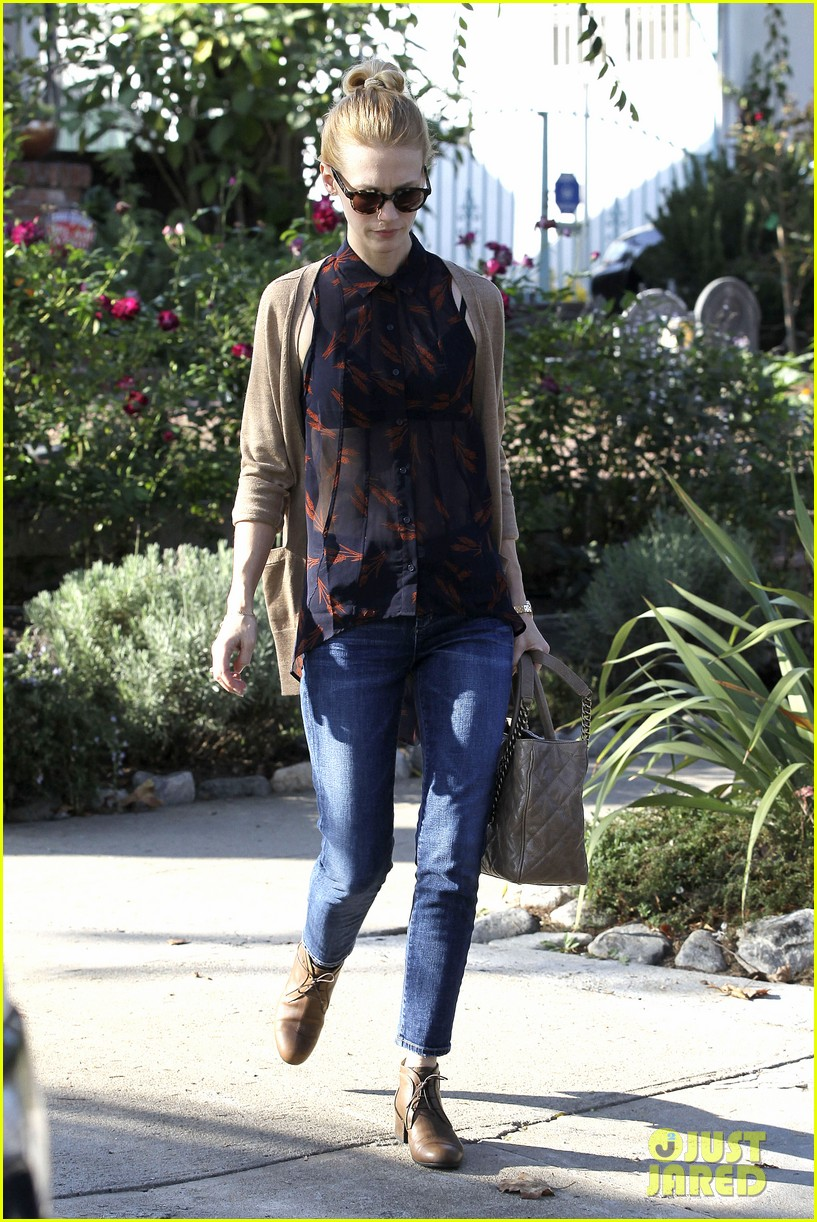 january jones cecconis lunch with friends 05