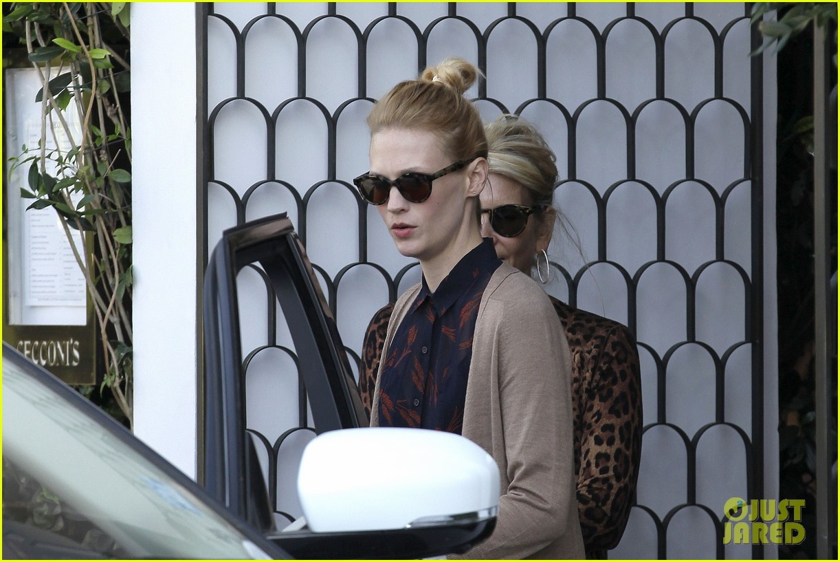 january jones cecconis lunch with friends 10
