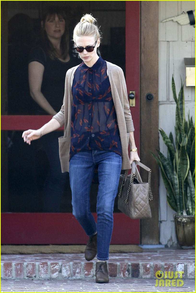 january jones cecconis lunch with friends 11