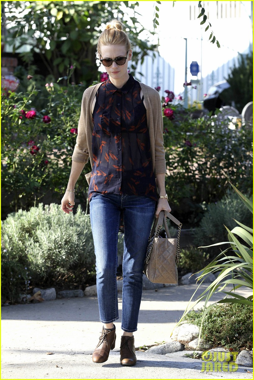 january jones cecconis lunch with friends 132750876