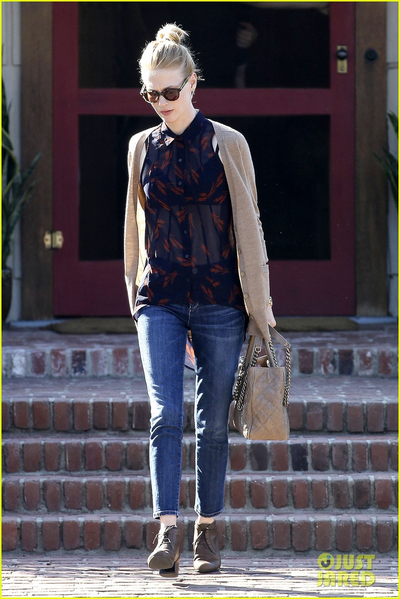 january jones cecconis lunch with friends 15
