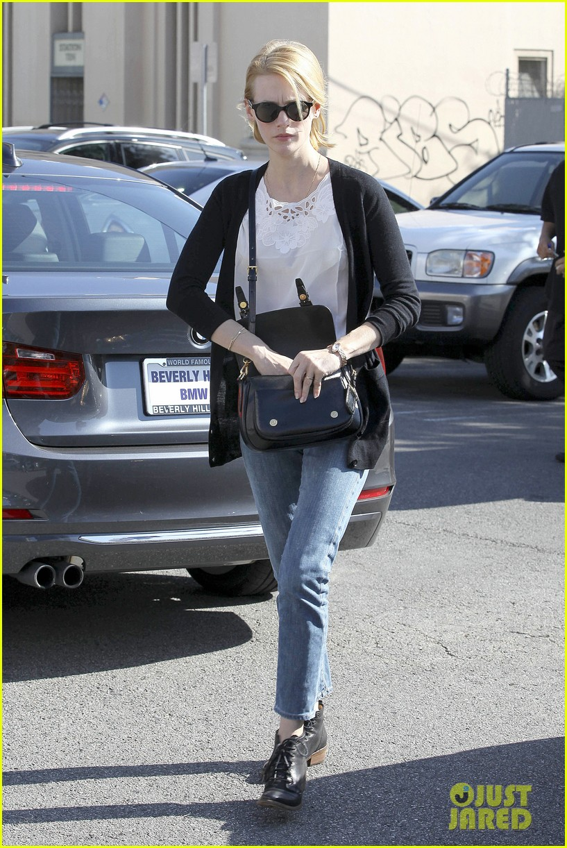 january jones cecconis lunch with friends 18