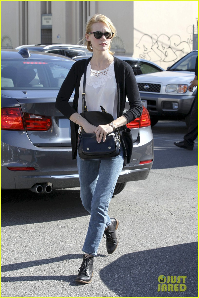 january jones cecconis lunch with friends 20