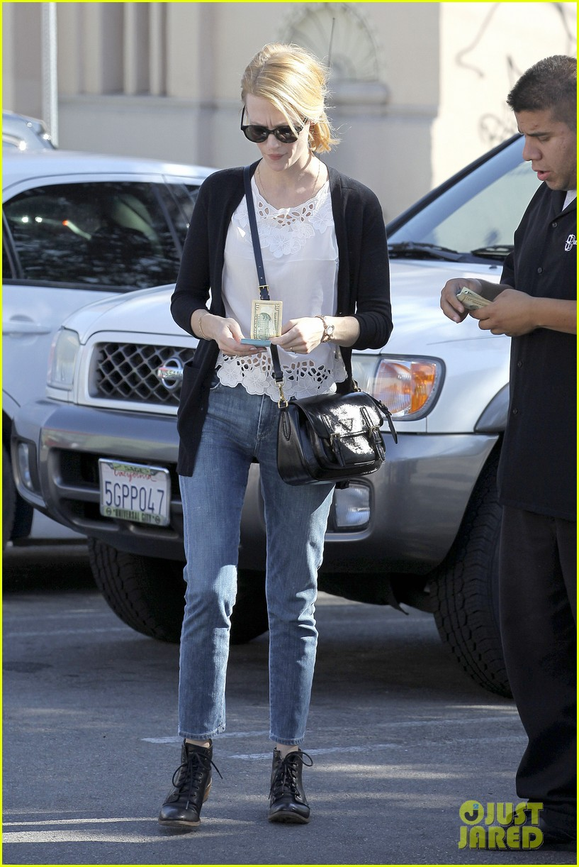 january jones cecconis lunch with friends 22