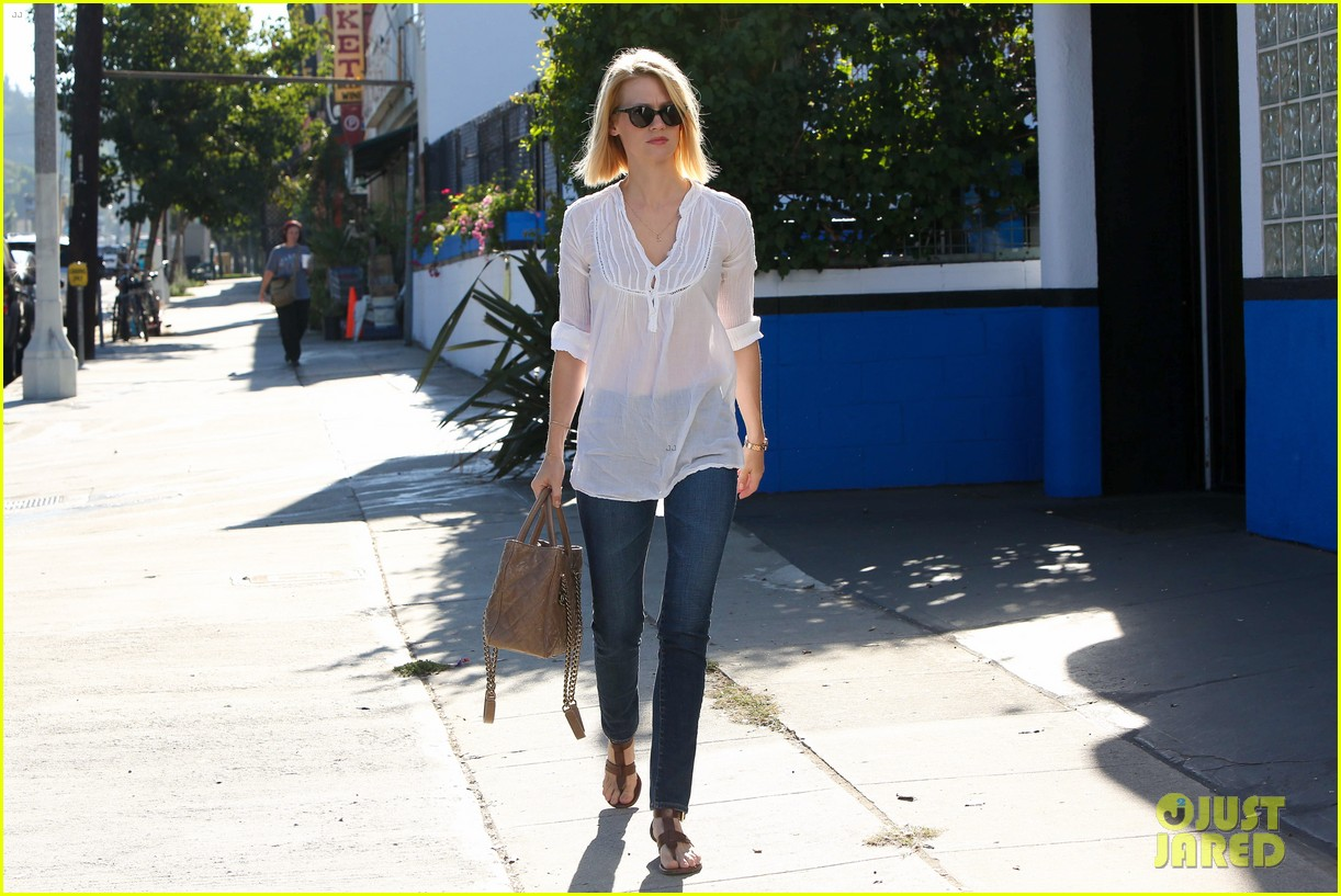 january jones election day voter 19