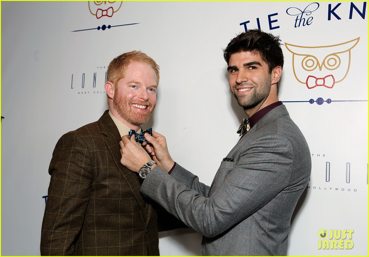 jesse tyler ferguson fiance justin mikita launch tie the knot charity 062758153