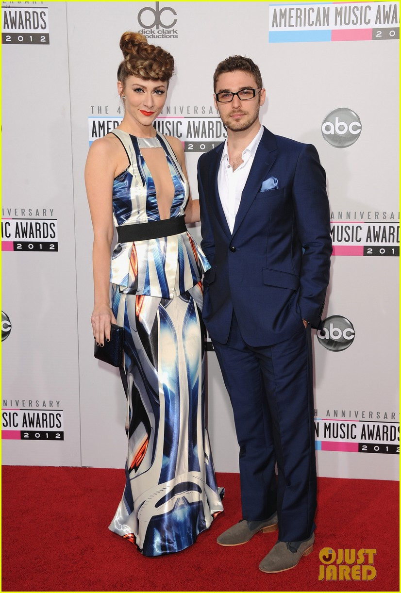 karmin amas 2012 red carpet 03