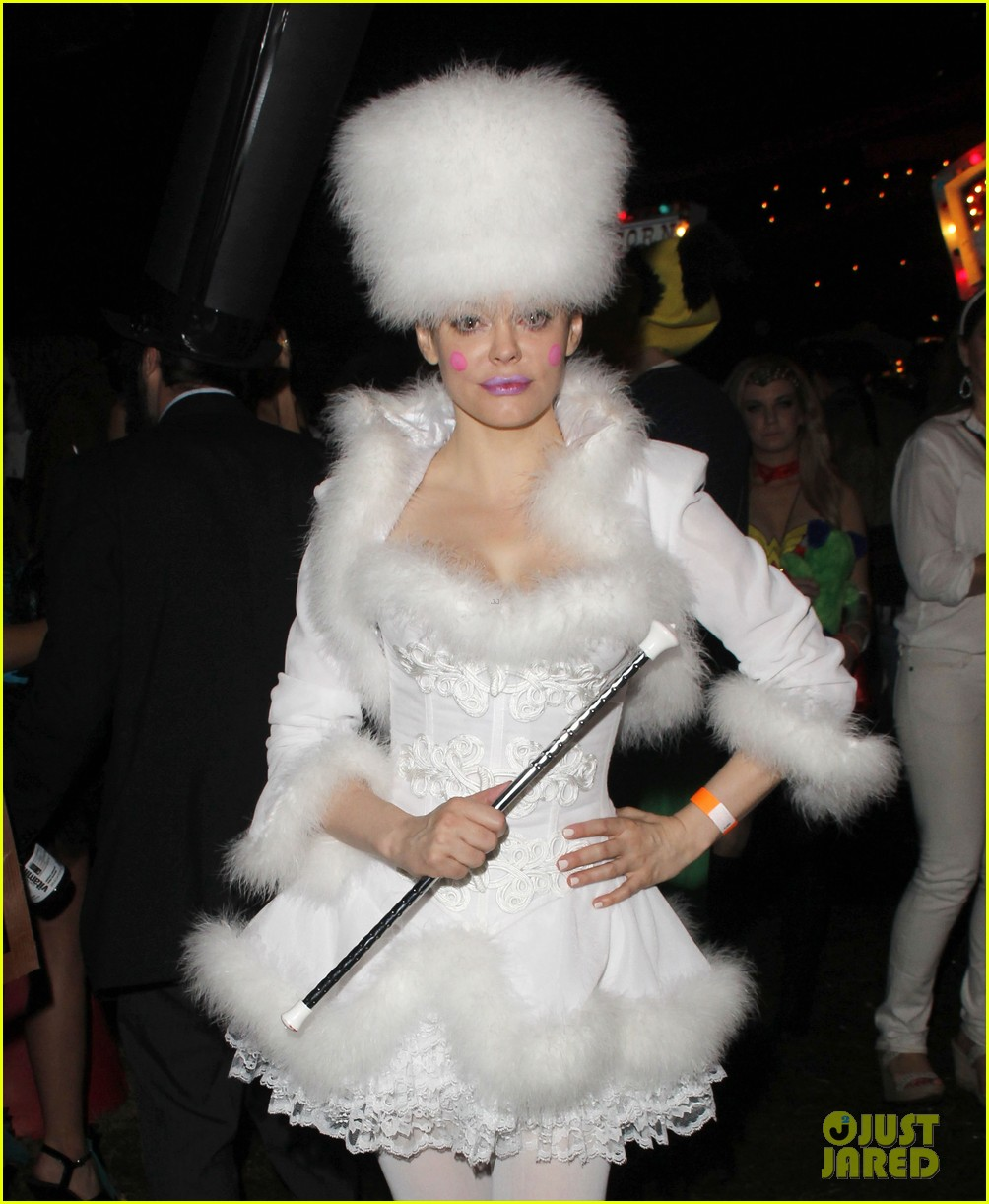 katy perry emma roberts hollywood forever cemetary halloween party 08