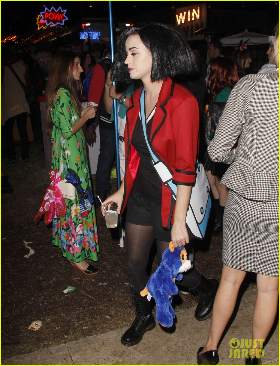 katy perry emma roberts hollywood forever cemetary halloween party 10