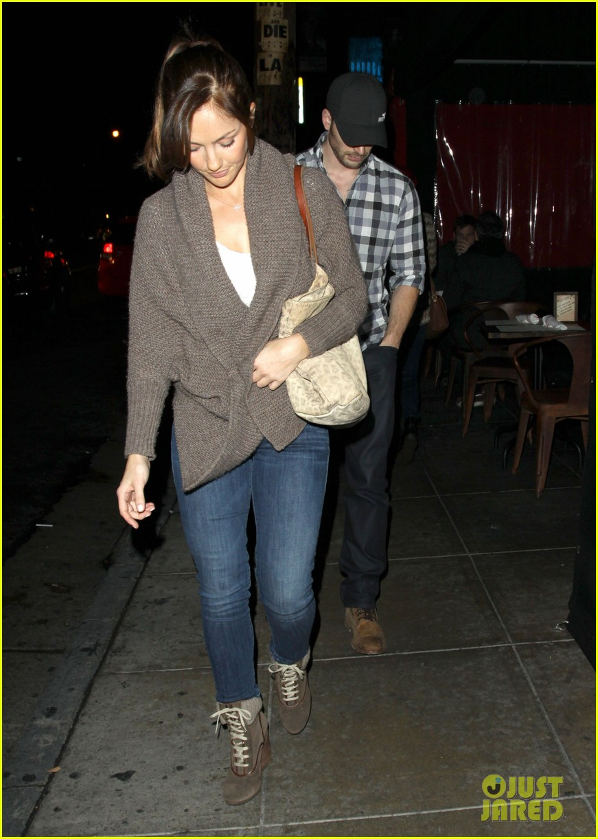 minka kelly chris evans sushi stop dinner date 03