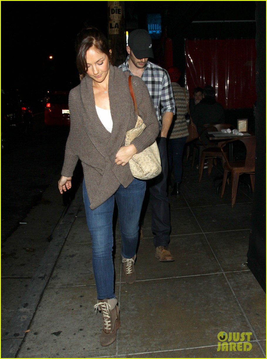 minka kelly chris evans sushi stop dinner date 10