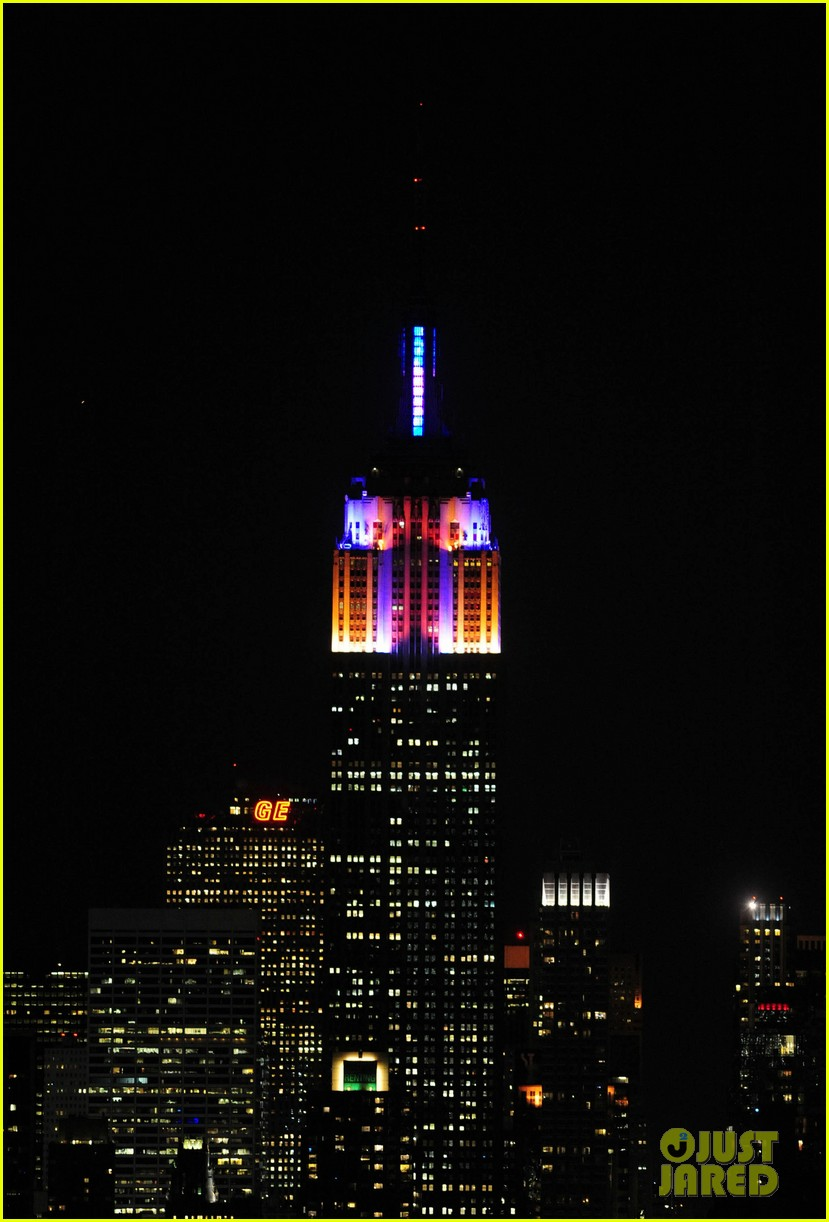 alicia keys lights the empire state building 04