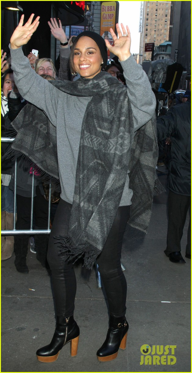 alicia keys lights the empire state building 08