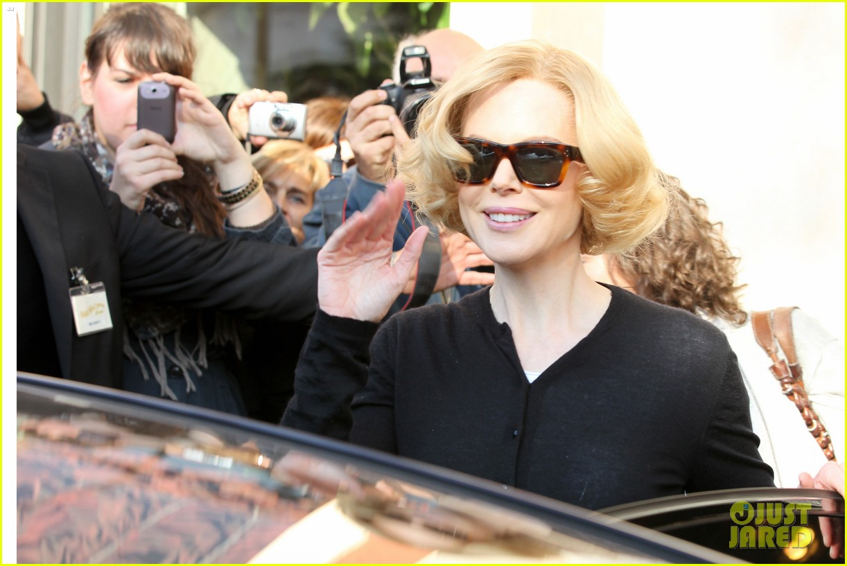 nicole kidman greets fans at grace of monaco set 02