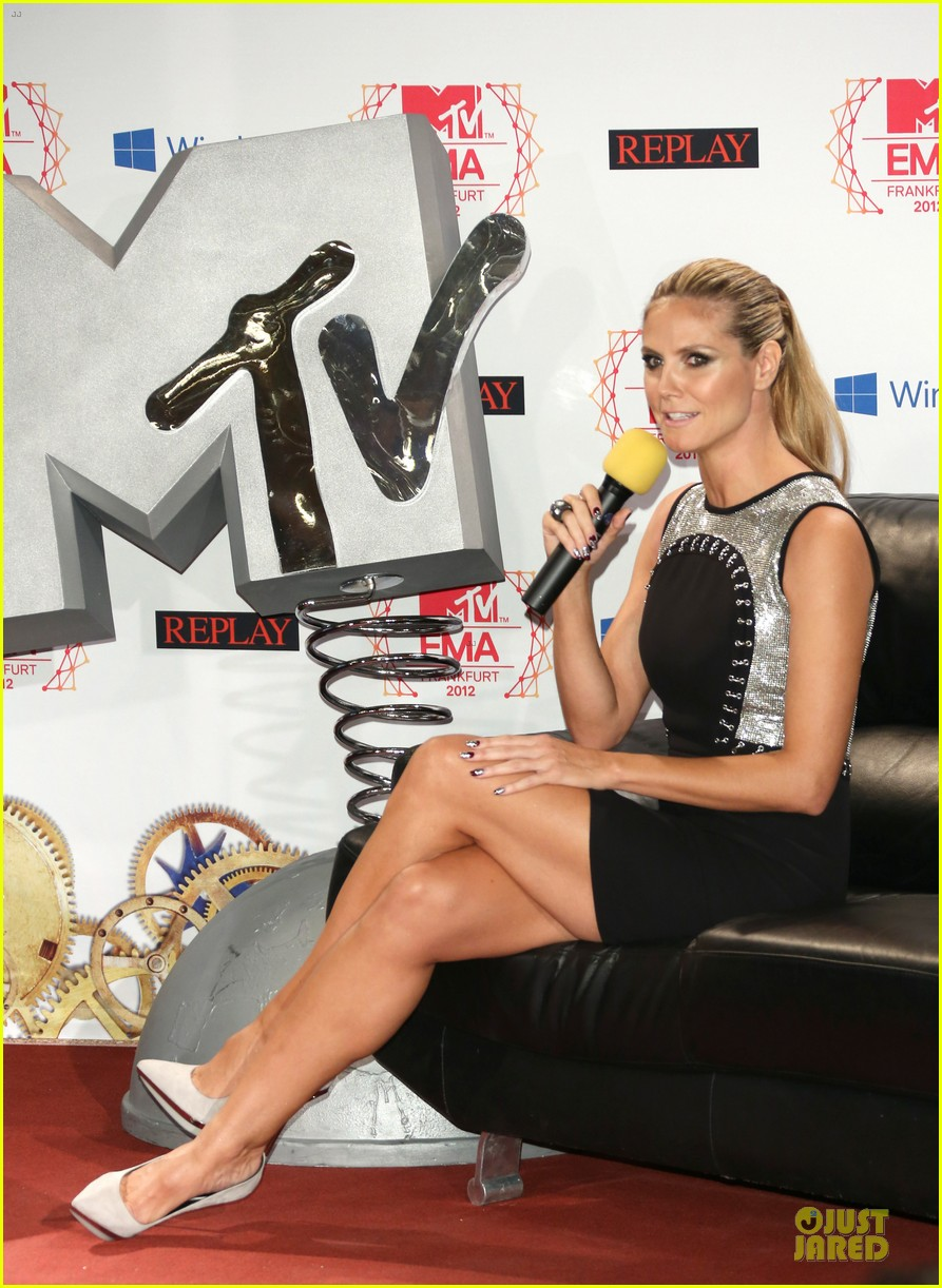 heidi klum carly rae jepsen mtv emas photo call 20