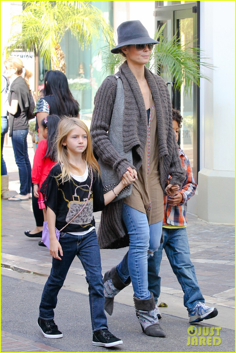 heidi klum holiday shopping at the grove 04